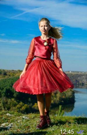 Плаття, юбка і топ, костюм.