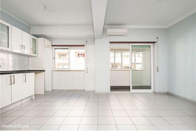 Apartamento T2 para arrendamento em Almada