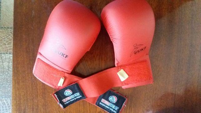 Продам перчатки для карате