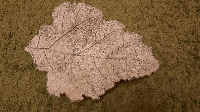 Patera ozdobna zielony liść