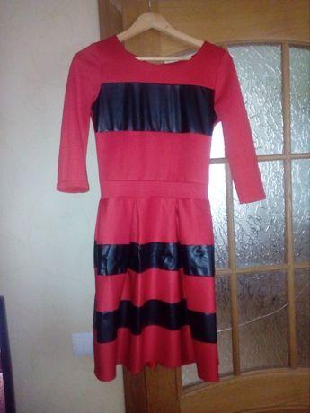Плаття,червоний колір