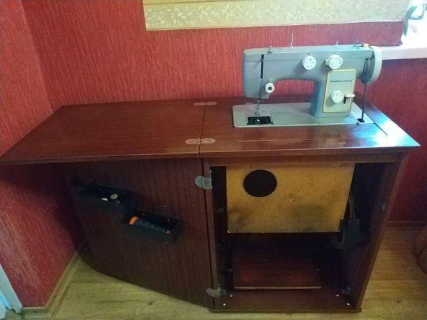 Швейная машинка Чайка-142М