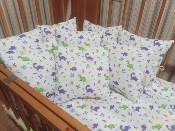 Бортики, подушечки, защита в кроватку для ребенка