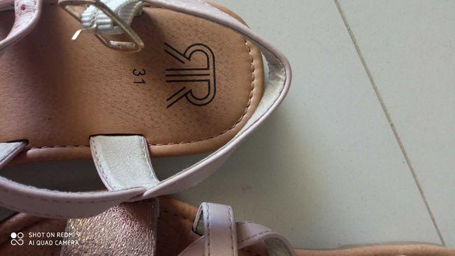 Vendo sandálias criança