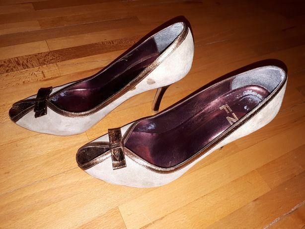 Продам женские туфли 40 размера, 8 см каблук