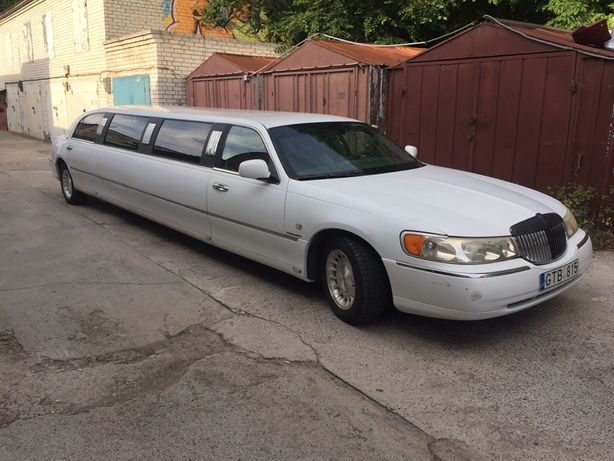 Лимузин Киркорова Lincoln Town Car