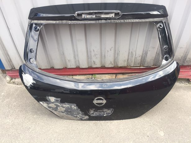 Nissan Tiida крышка багажника задняя ляда оригинал
