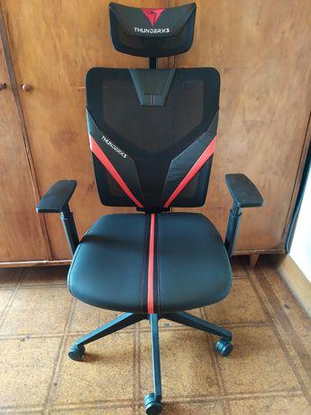 Cadeira ergonômica / gamer ThunderX3 Yama.