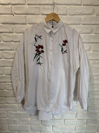 Biała oversizowa koszula z haftowanymi kwiatami Reserved