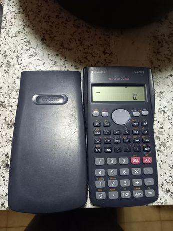 Vendo calculadora casio em bom estado. A funcionar bem