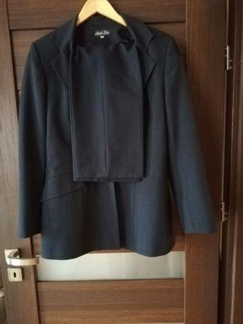Sprzedam marynarkę ze spodniami w kolorze granatowym rozmiar L