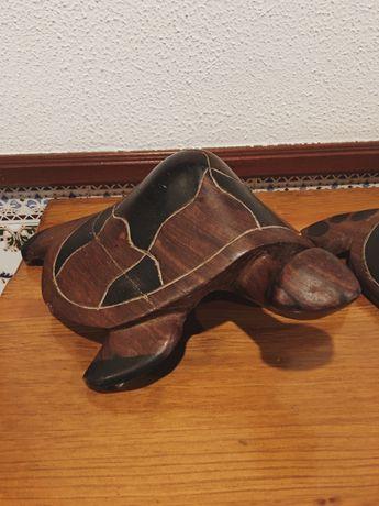 Vendo conjunto de tartarugas decorativas em madeira