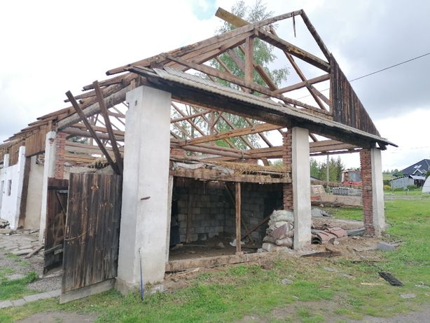 Rozbiórka stodoły stare deski obiciowe stare drewno stodoła