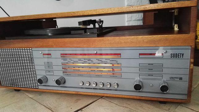 Radioodbiornik Sudety z gramofonem