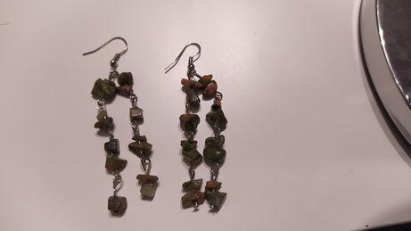 Kolczyki wiszące zielone kamyki