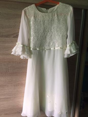 Sprzedam śliczną sukienkę w kolorze ecru