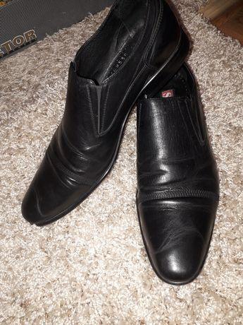 Классические мужские туфли strado