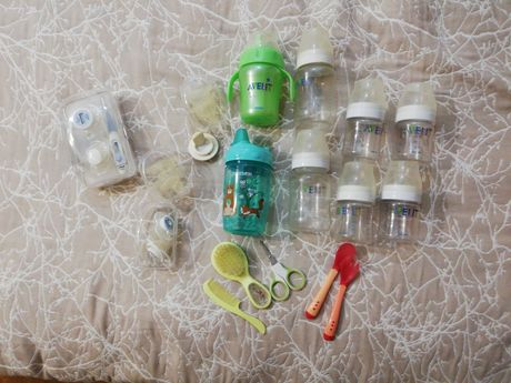 Бутылочки, набор градусников, ножницы, расчески, ложки и соски Avent