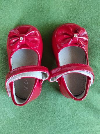 Продам лакові червоненькі туфелькі