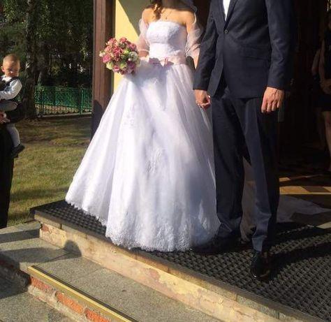 Suknia ślubna z trenem, atlas, koronka francuska