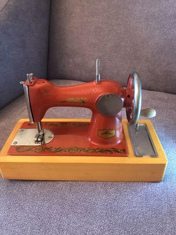 Продаю машинку швейную детскую бу