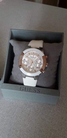Женские часы GUESS в спортивном стиле