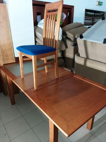 Mesa em madeira maciça e 6 cadeiras