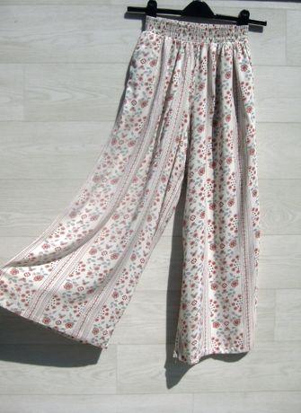 Нежные мягкие брюки штаны H&M белый разноцветный широкие вискоза S