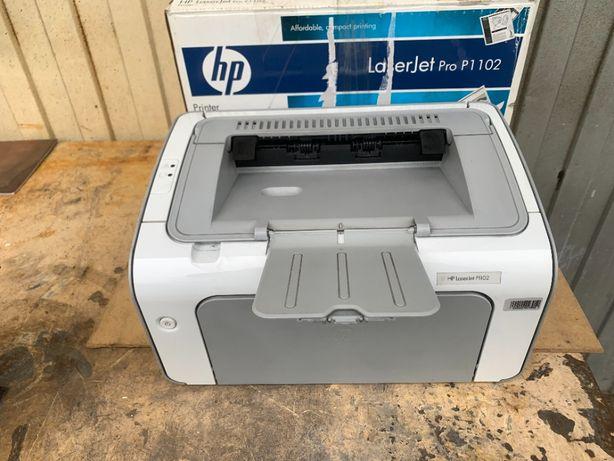 HP LaserJet P 1102 лазерный , заправлен, идеальная печать, компактный!