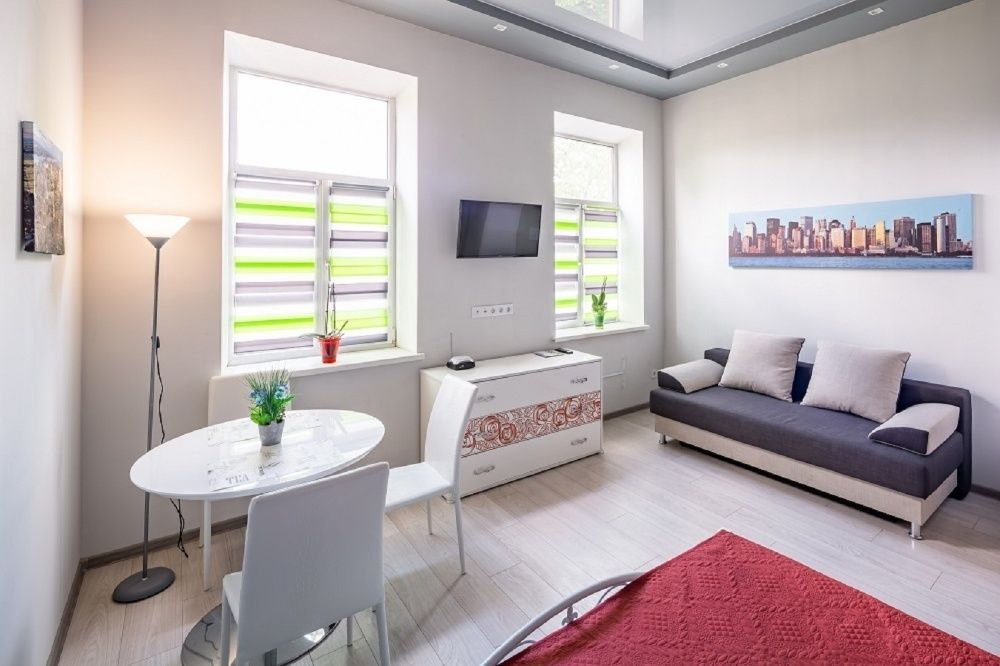 "Квартира біля вокзалу з дизайнерским ремонтом в стиле ""хай тек""-1"