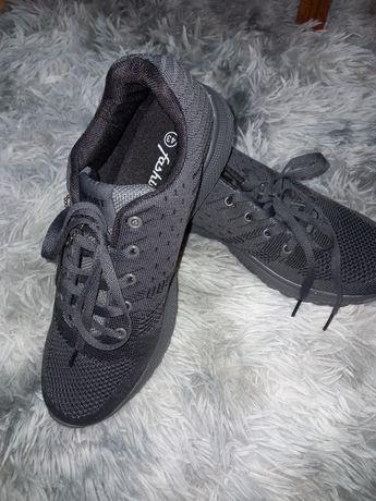 Дышащие лёгкие серые кроссовки