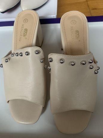 Туфли на низком каблучке дешево