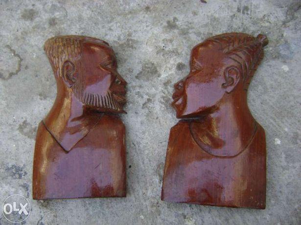 Estátuas de casal africano