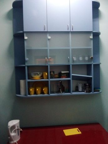 Шкаф навісний у хорошому стані