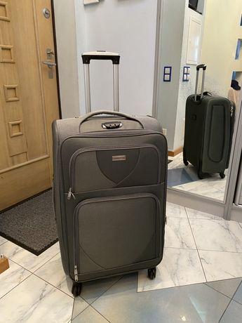 Дорожный большой чемодан