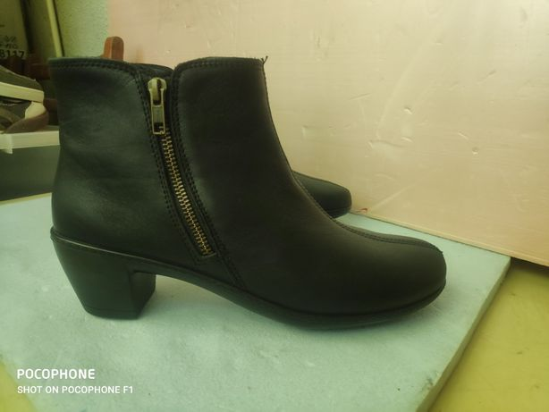 Женские черные кожаные ботинки Hotter ( Англия )