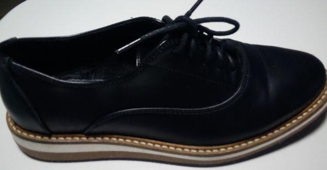 Sapatos em pele com cordões- NOVOS-Tam.37