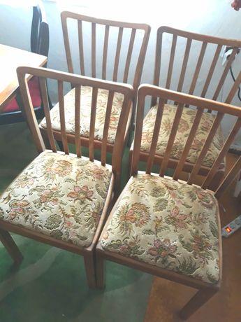 4 krzesła tapicerowane, drewniane, na sprężynach