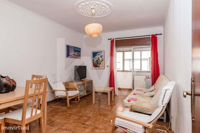 Simpático Apartamento T2 para Arrendar em Alverca