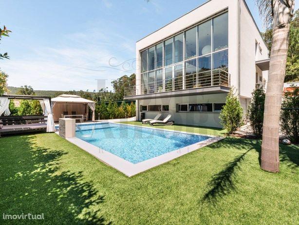 Magnifica Moradia de Arquitectura Moderna a 30 minutos do...