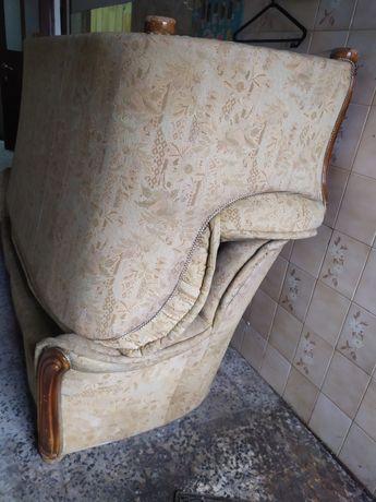 Dois sofás para restaurar e desacoplar