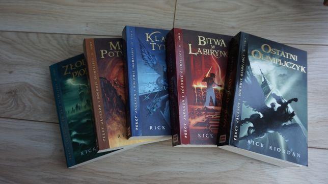Kolekcja wszystkich tomów z serii Percy Jackson Ricka Riordana