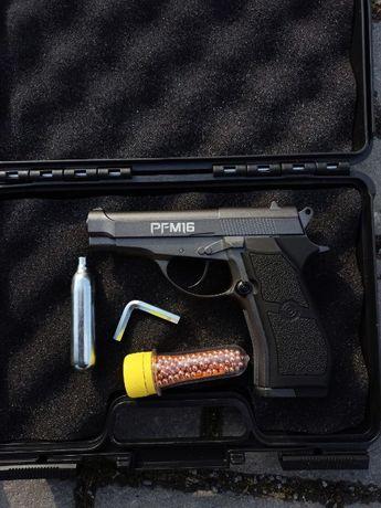 Страйкбольний пістолет Beretta 84 + кулі та балони в подарунок