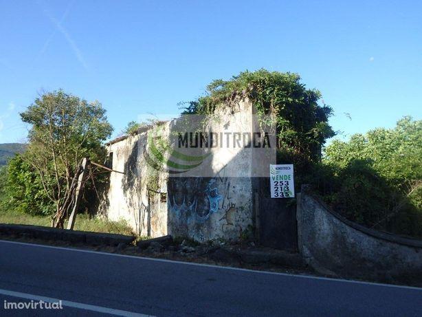 Casinha para restauro Pousa