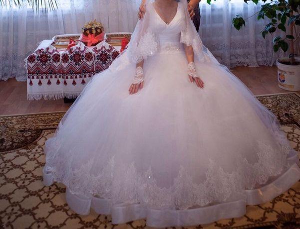 Весільна сукня,40-42р