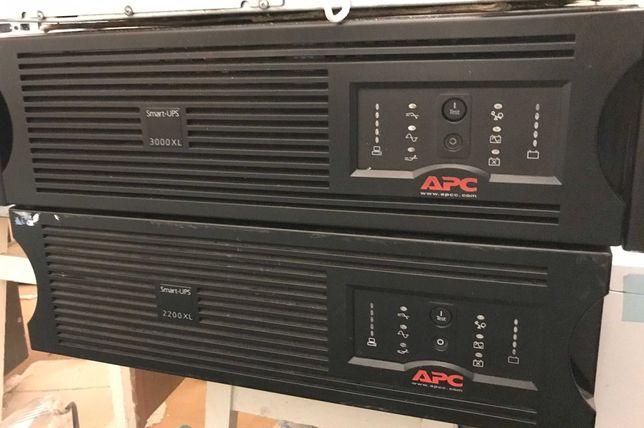 Источник бесперебойного питания  APC Smart-UPS XL SUA3000RMXLI3U