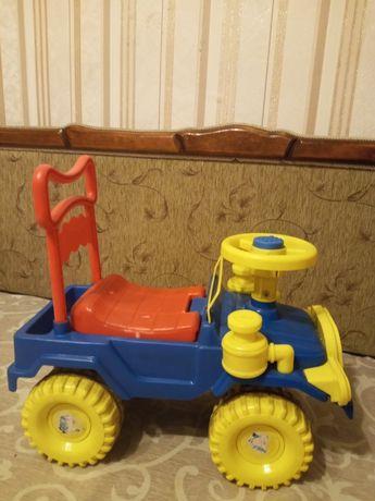 Продам детскую машину - толокар
