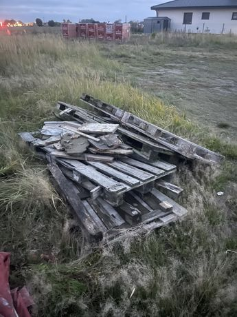 7 palet, pozostałości po płycie oraz trochę drewna