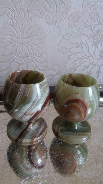 Два новых красивых бокала с оникса.