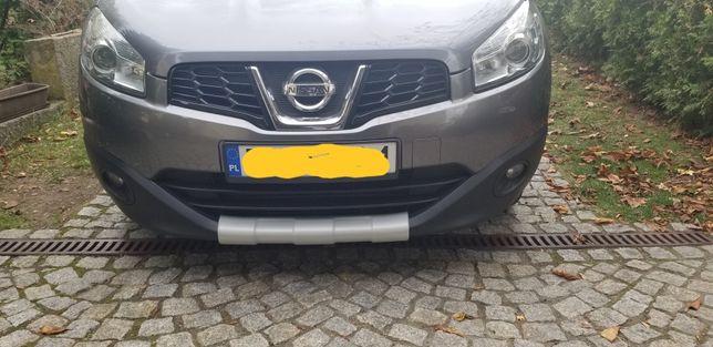 Bumper przedniego zderzaka Nissan J10